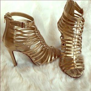 Gold paprika heels